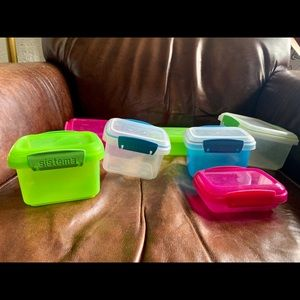 Tupperware Kitchen - 7 snack/ Tupperware containers